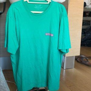 Vineyard Vines size large green T-shirt so soft
